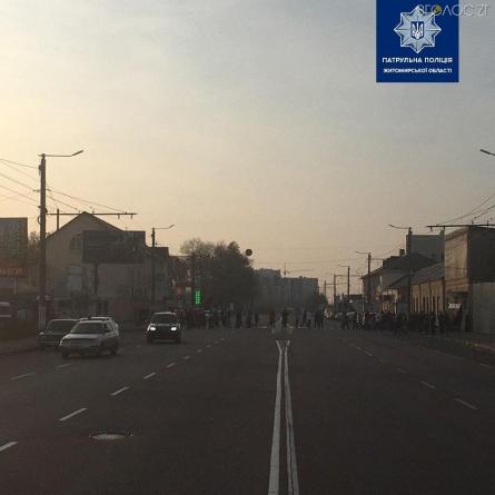 Під час акції протесту проти заправки на проспекті Незалежності автомобіль наїхав на житомирянина