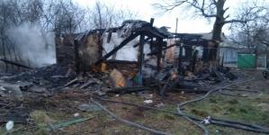 У Коростишівському районі дотла згорів дерев'яний будинок. Рятувальники знайшли обгоріле тіло