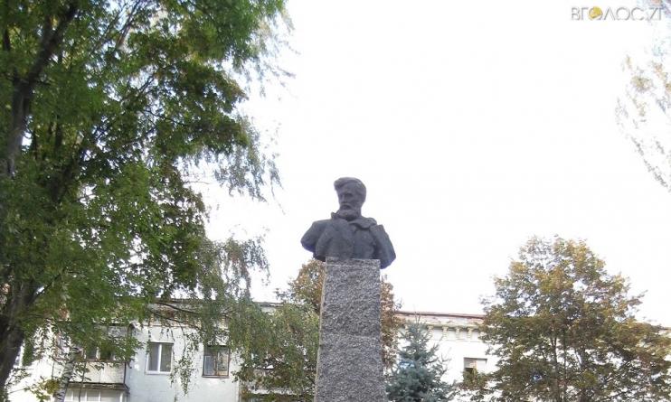 Житомирянин просить міськраду відновити погруддя Шелушкова