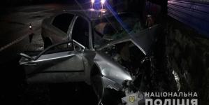 Вночі на Польовій у ДТП потрапили підлітки. Рятувальники діставали хлопців із розплющеного авто