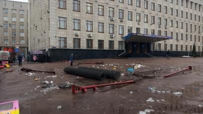 Після святкування нового року на майдані Корольова лишилися купи сміття