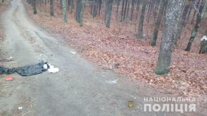 Житомирщина: у лісі знайшли тіло чоловіка, якого вбили