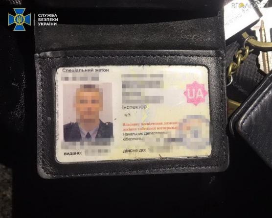 СБУ затримала кіберполіцейського, який вимагав 5000$ від розповсюджувача порно