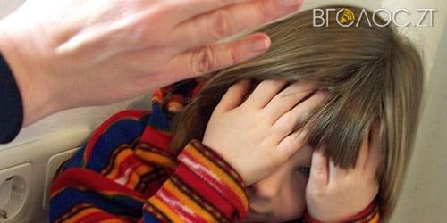 Судитимуть матір-виховательку, яка шлангом відшмагала 8-річну вихованку дитячого будинку сімейного типу