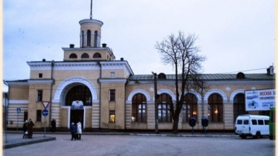 У Бердичеві поліція шукає чоловіка, який підрізав на вокзалі дівчину