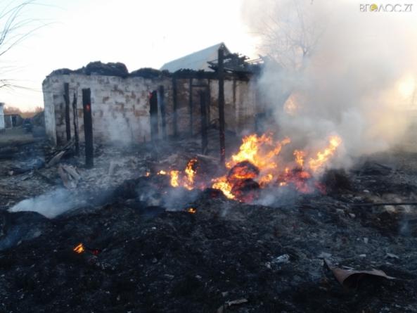 Пожежа у обійсті багатодітної родини: 8-річна дівчинка підпалила сінник
