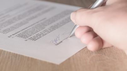Сухомлин продовжить контракт із директором підприємства, яке ліквідують
