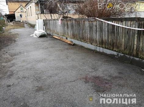 Чоловік порізав собаку та по-звірячому вбив сусіда, який зробив йому зауваження