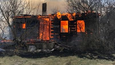 Жахлива пожежа на Житомирщині: у селі згоріли 27 будинків, постраждав один із рятувальників