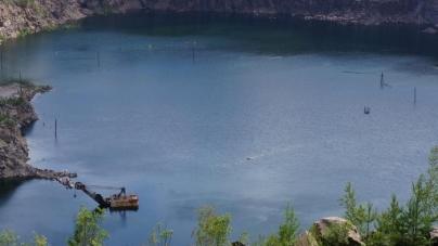 Рятувальники дістали з затопленого кар'єра загиблого чоловіка