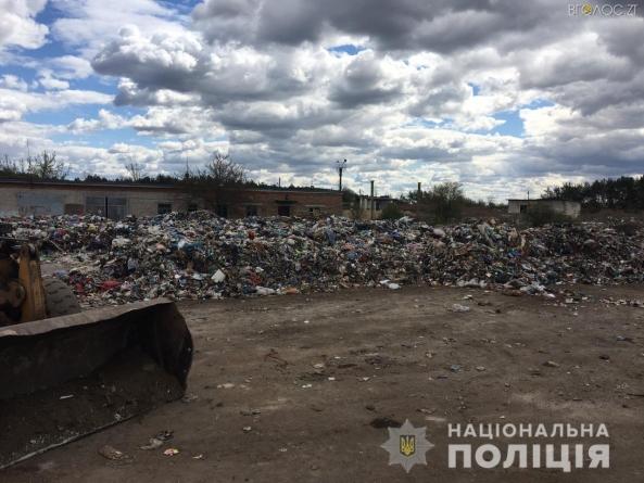 Понад 100 тонн сміття зі Львова незаконно висипали у Новограді