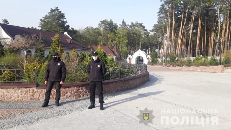 Карантин: близько 600 поліцейських патрулюватимуть біля церков на Великдень