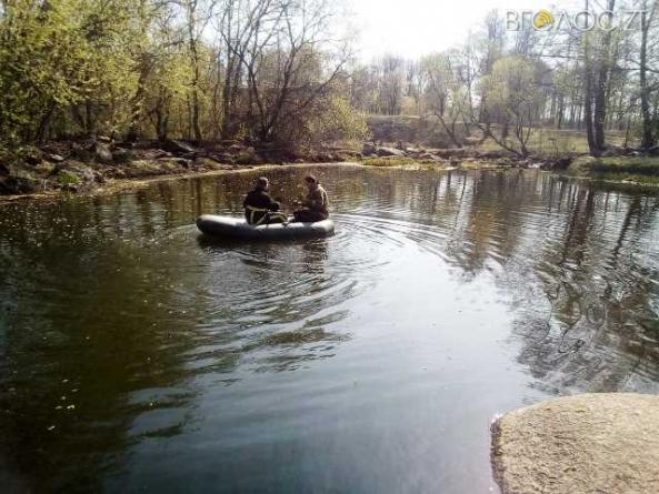 У Коростені рятувальники дістали з річки загиблого чоловіка