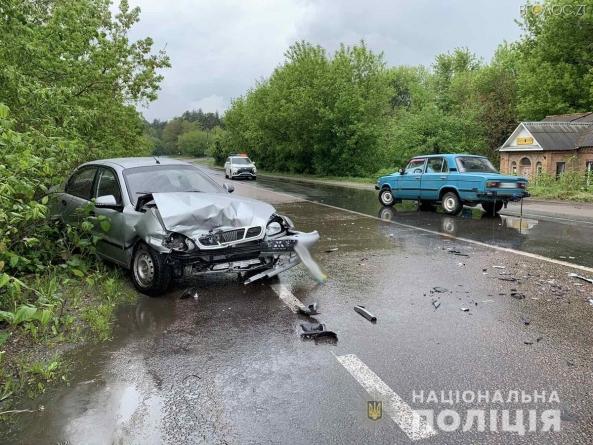 У Денишах Ланос на зустрічній смузі влетів у ВАЗ: обом водіям знадобилась медична допомога