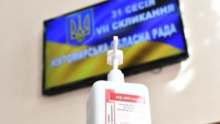 Скрінінг, маски та антисептик: депутати облради зібралися на сесію в умовах карантину (ФОТО)