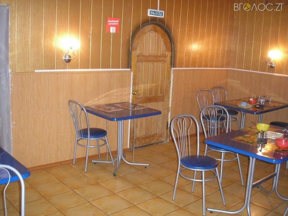 У сільському кафе під Житомиром нетверезий відвідувач влаштував різанину