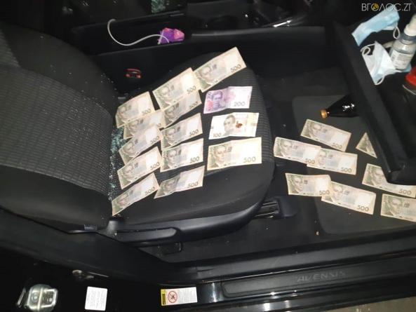 На Житомирщині затримали начальника сектора кримінальної поліції з хабарем