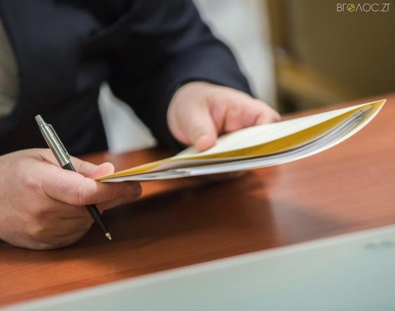 Сухомлин призначив собі радницею екс-заступницю начальника управління держреєстрації