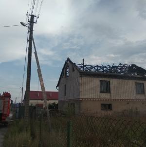 На Житомирщині під час дощу блискавка влучила у три будинки