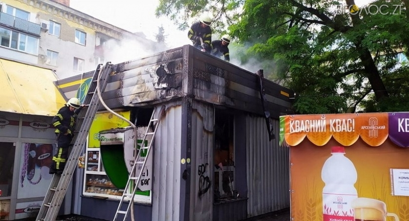 У центрі Житомира сталася пожежа у продуктовому магазині