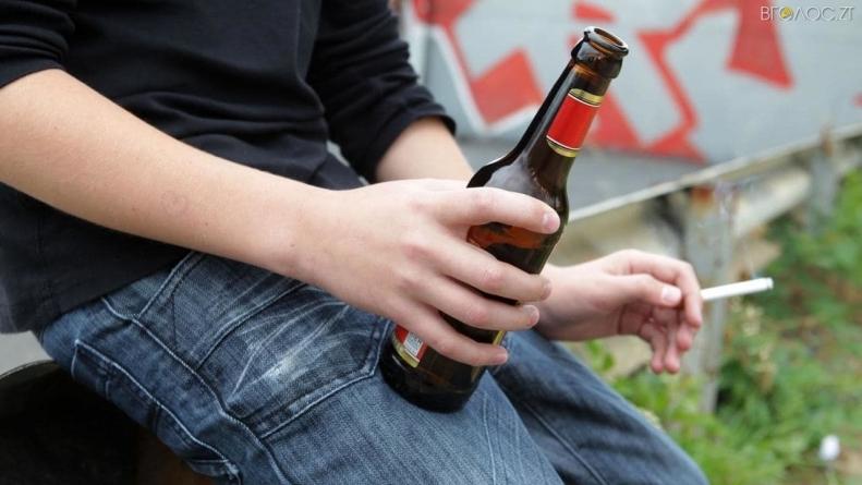 У реанімацію потрапив 10-річний хлопчик, який разом із іншими дітьми розпивав алкоголь