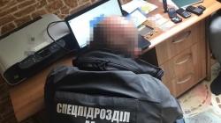 СБУ викрила міжрегіональну групу, яка підробляла документи. Були замішані й екс-працівники міграційної служби
