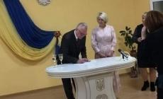 У день виборів екс-мер Новограда одружився з секретарем міської ради
