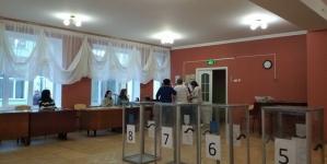 У Житомирі на деяких виборчих дільницях відсутні кабінки для голосування