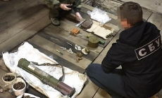 Житомирщина: СБУ затримала організатора угруповання, яке постачало зброю кримінальникам