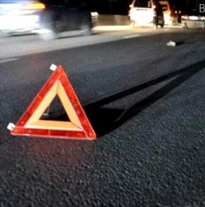 Жахлива смерть: під Бердичевом чоловіка, який сідів на дорозі, переїхали два авто