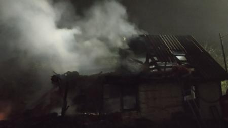 На Житомирщині під час сварки жінка облила себе бензином, а чоловік ненароком підпалив її