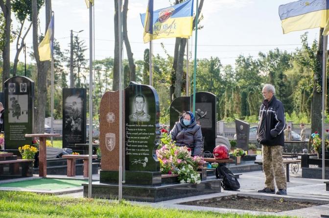 На Смолянському кладовищі у Житомирі висадили дуби на честь Героїв (ФОТО)