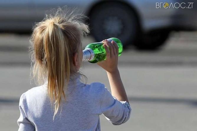 Житомирщина: поліцейські зафіксували близько 250 фактів доведення дітей до стану сп'яніння