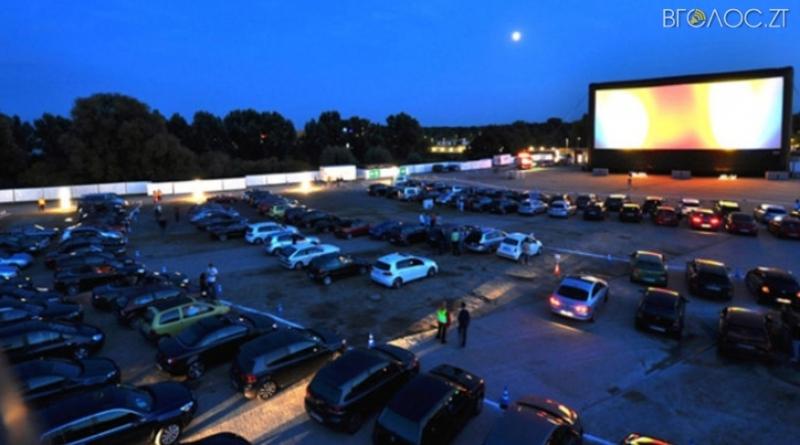 У Новограді покажуть кіно для перегляду з автомобілів