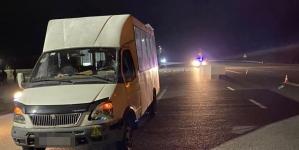 У Станишівці під колесами мікроавтобуса загинув чоловік