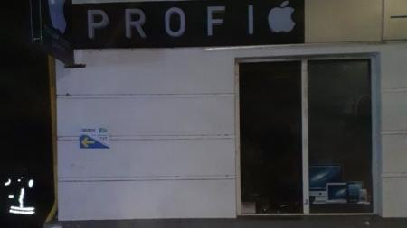 Горіли телефони, планшети, ноутбуки… У Житомирі сталася пожежа в магазині техніки
