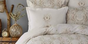Красиві покривала на диван та ліжко