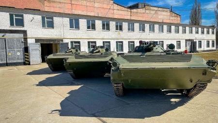 Житомирський бронетанковий завод підготував до передачі 26 БМП