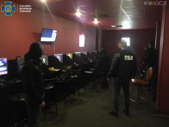 """Троє житомирян організували нелегальне казино, яке працювало для """"перевірених"""" клієнтів"""