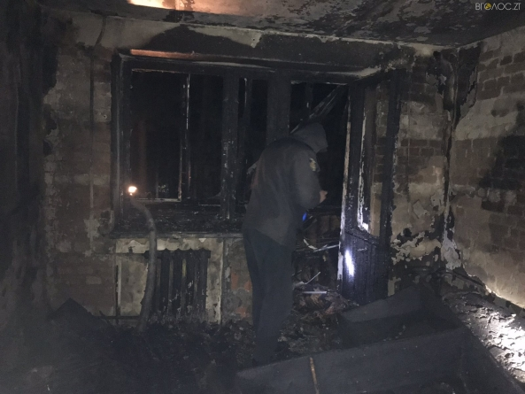 Жахлива пожежа у квартирі подружжя житомирян. Жінку вдалося врятувати, чоловік загинув