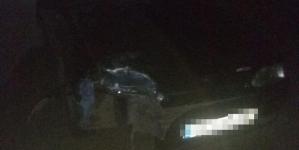 П'яний водій збив двох пішоходів, які йшли по узбіччю дороги. Чоловік загинув на місці ДТП, а дівчину з травмами доставили в лікарню