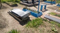 У Пулинах поліція знайшла чоловіка, який поглумився над могилами на місцевому кладовищі