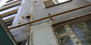 У Житомирі затримали дебошира: кинув ніж та вазу у поліцейського, який приїхав на виклик