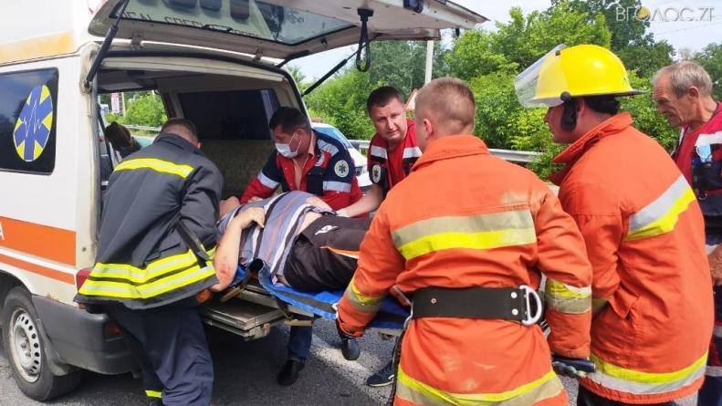 У ДТП під Житомиром травми отримали двоє дорослих та дитина. Один чоловік помер у лікарні