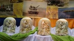 Рідним загиблих героїв у Житомирі вручили барельєфи «Ікона пам'яті»
