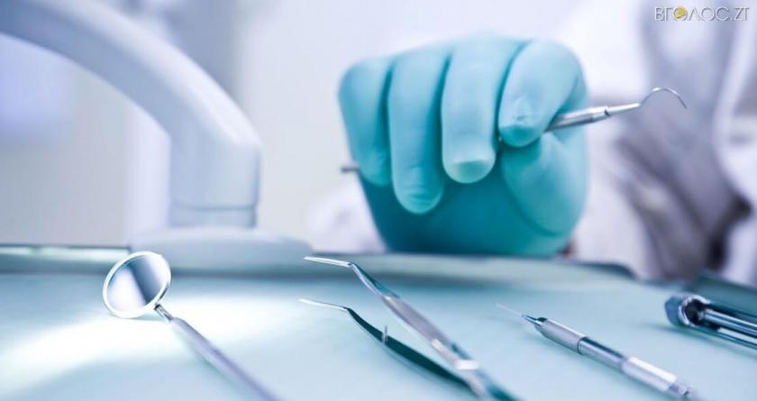 У Житомирі лікар-стоматолог організував злочинну групу для продажу нарковмісних пігулок