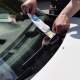 У Житомирі інспектори з паркування продовжують виписувати штрафи водіям