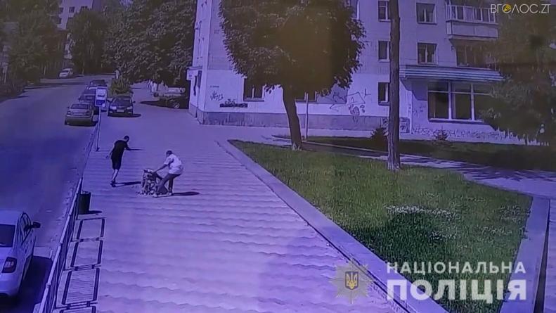 Поліцейські розшукали хулігана зі скверу Ольжича (ВІДЕО)