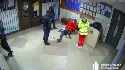 У Житомирі судитимуть поліцейського, який побив водія під час затримання