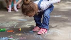 У Житомирі запрошують дітей встановити разом рекорд України, створивши найбільшу картину акрилом